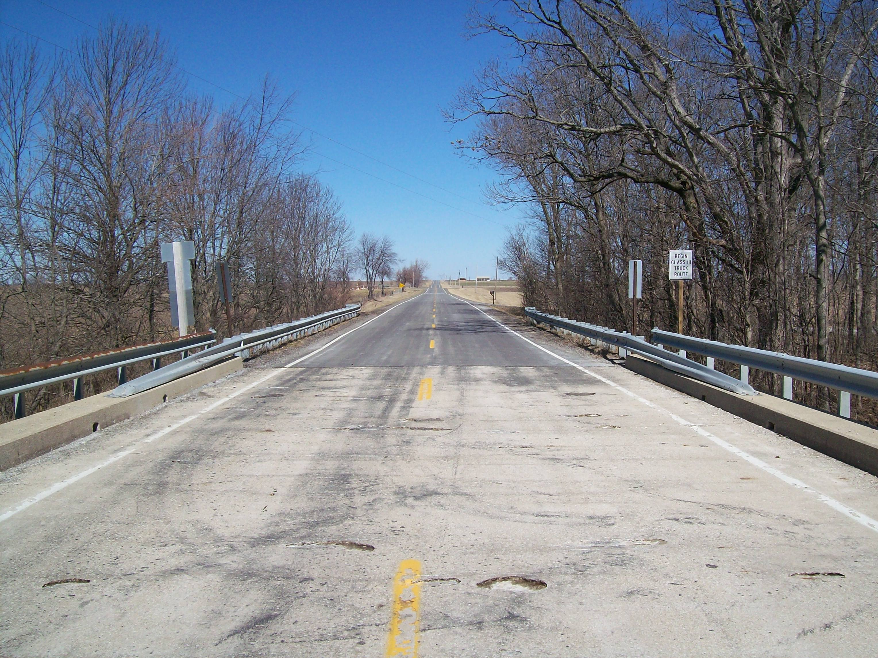 Lexington LeRoy Road - Looking north from the Mackinaw River Bridge